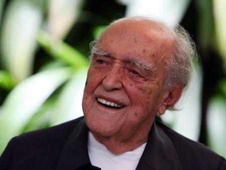 Oscar Niemeyer volta a ser internado, mas já respira normalmente, © Marcia Foletto