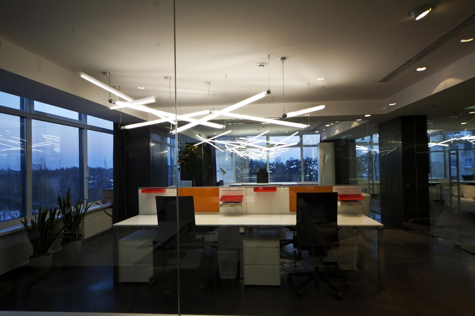 Galeria de escrit rios para empresa de tecnologia tseh for Design 4 office lausanne