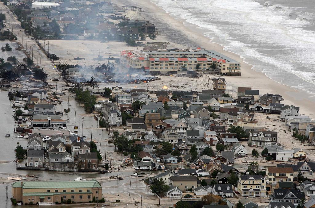 Maneiras de ajudar comunidades afetadas pelo furacão Sandy, A destruição do Furacão Sandy na costa Norte, na terça-feira, 30 de Outubro de 2012. © Governor's Office / Tim Larsen