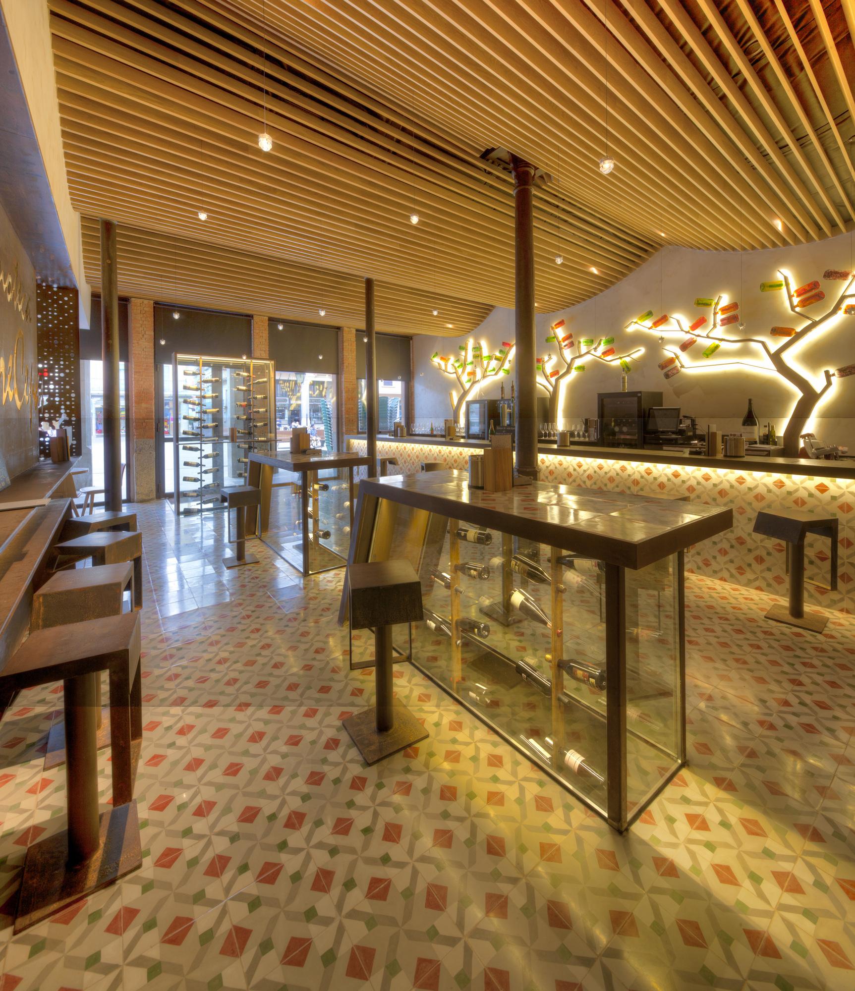 Vinhoteca e Restaurante Entrecepas / VIrginiaarq, © ImagenMas, VIrginiaarq
