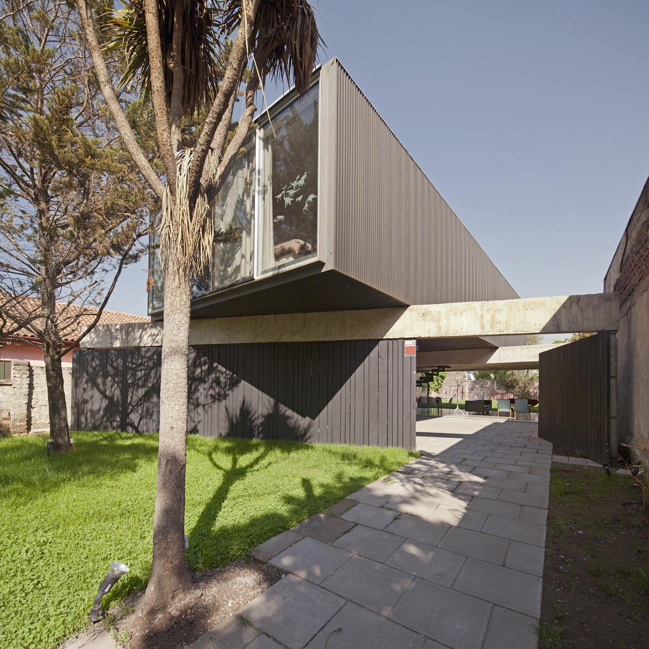 Casa Un Patio / POLIDURA + TALHOUK ARQUITECTOS, Cortesia de POLIDURA + TALHOUK ARQUITECTOS