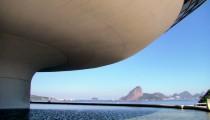 Clássicos da Arquitetura: Museu de Arte Contemporânea de Niterói / Oscar Niemeyer