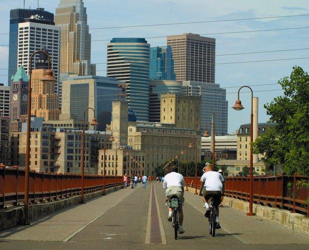 As cidades com boa infraestrutura para bicicletas são mais atrativas para os negócios, Ponte exclusiva para bicicletas em Minneapolis - Via Plataforma Urbana