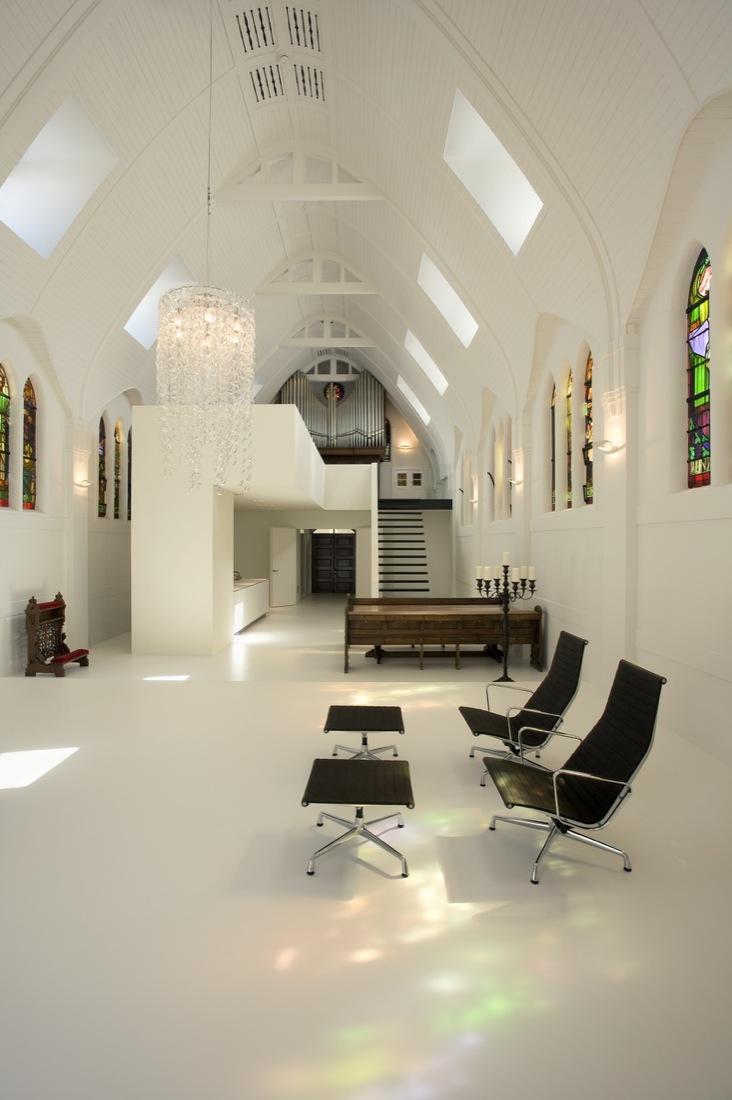 Conversão de capela em residência / Zecc Architecten, © Cornbread Works