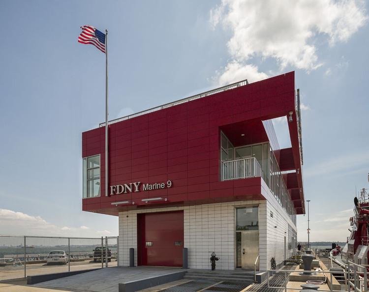 FDNY Marine Company 9, © Paul Warchol