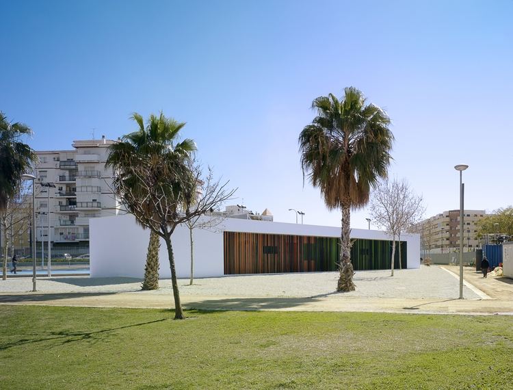 Rooms and sports facilities in a park / GANA Arquitectura, © Jesús Granada