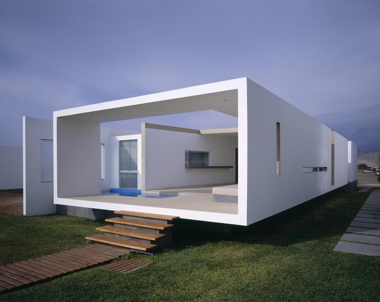 House in Las Arenas / Javier Artadi, © Alexander Kornhuber