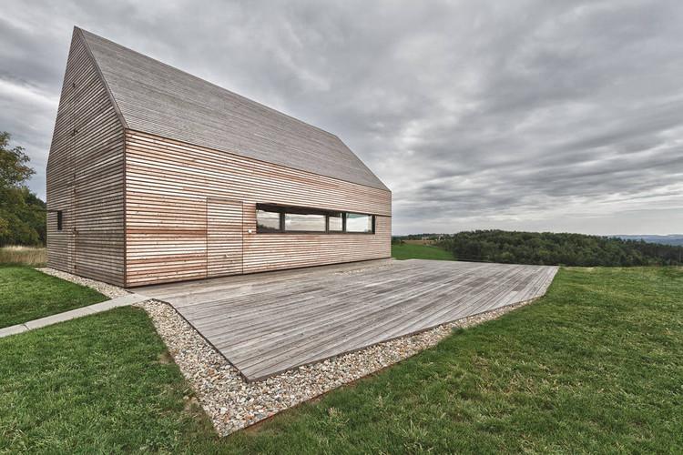 Summer House In Southern Burgenland / Judith Benzer Architektur, © Martin Weiß