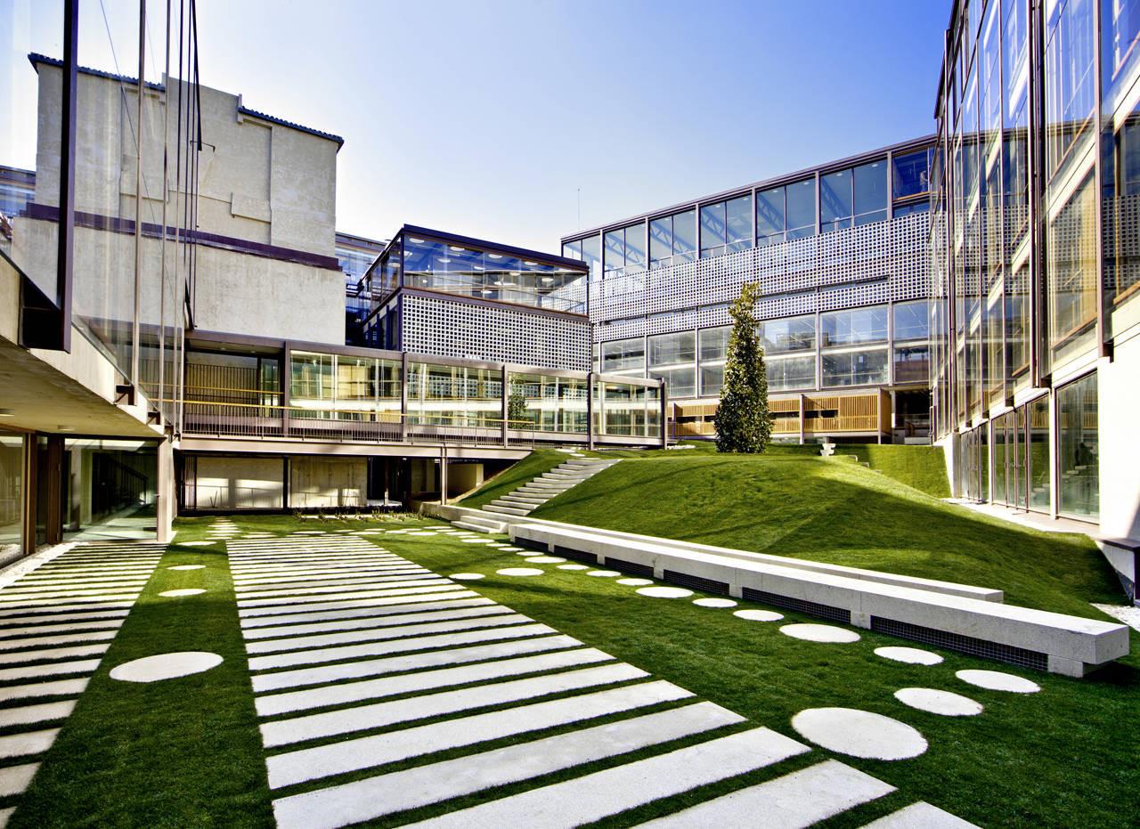 Escuelas pias de san anton estudio gonzalo moure archdaily - Arquitectos interioristas madrid ...