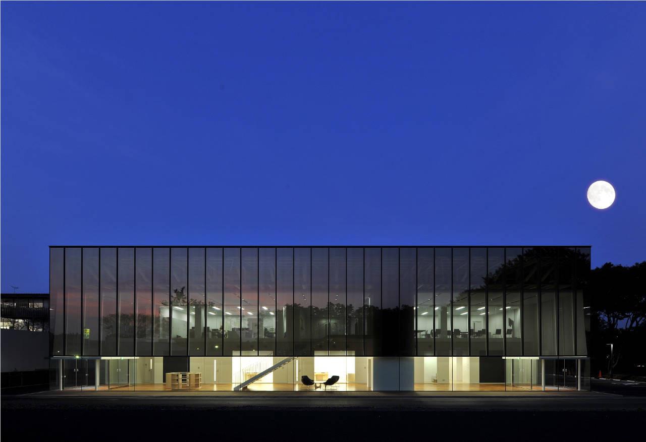 Tsukuba Medical Laboratory of Education and Research / Tetsuo Kobori Architects  + Planus