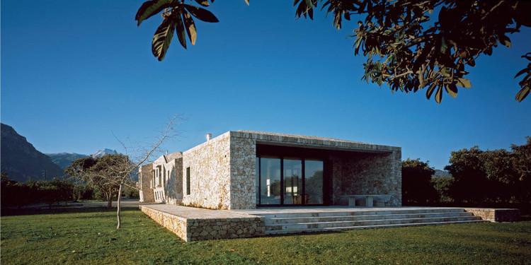 Casa de piedra Rodia / Nikos Smyrlis Architect, © Erieta Attali