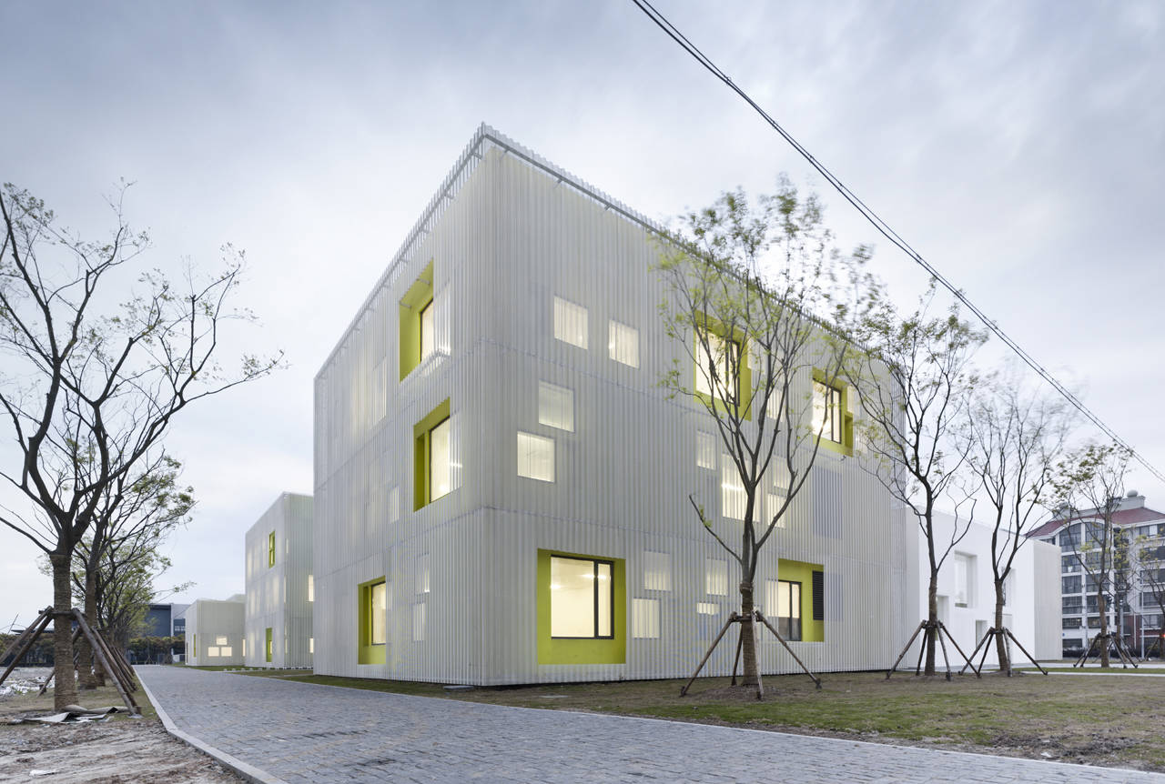 Youth center of qingpu atelier deshaus archdaily youth center of qingpu atelier deshaus yao li jameslax Image collections