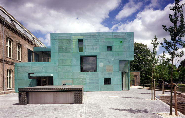Flashback: Sarphatistraat Offices / Steven Holl Architects, © Paul Warchol