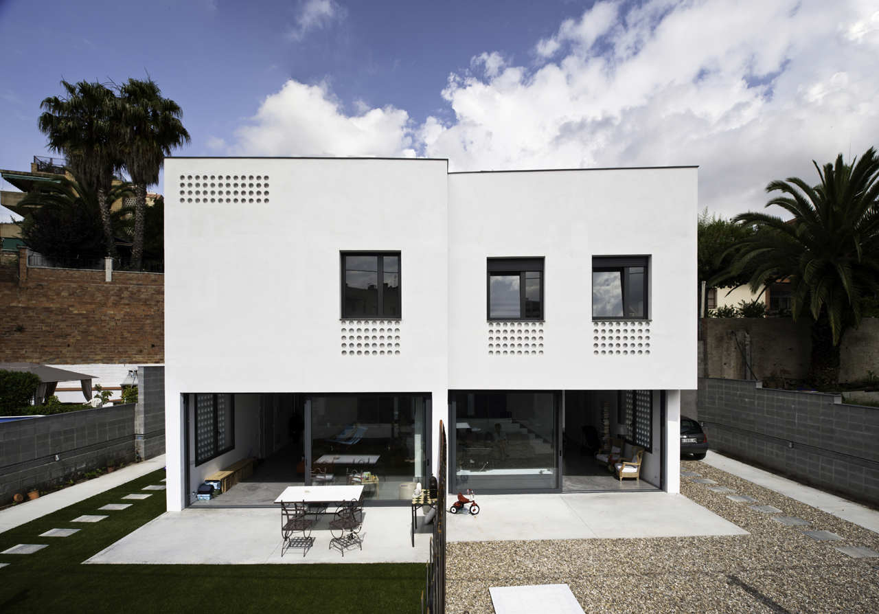Exterior: Two Semi-detached Houses In Barcelona / CAVAA Arquitectes