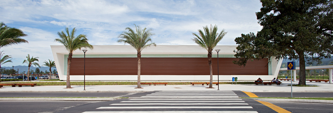 Serramar Parque Shopping / Aflalo and Gasperini Arquitects, © Daniel Ducci