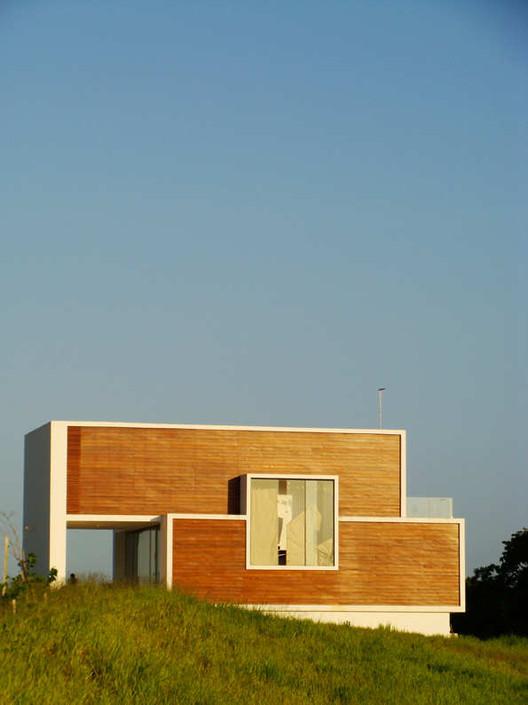 Bromelia House / Urban Recycle Architecture Studio, © Marcio Correia Campos