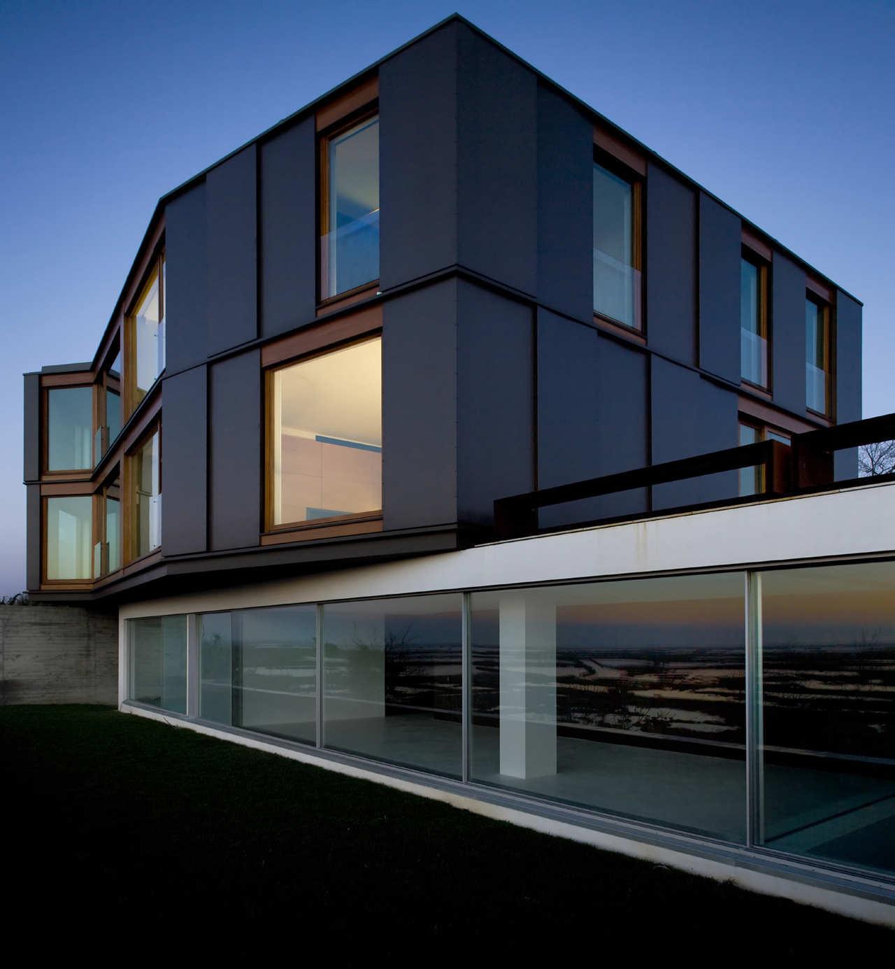 Houses Over The Ria De Aveiro / RVDM, © FG+SG