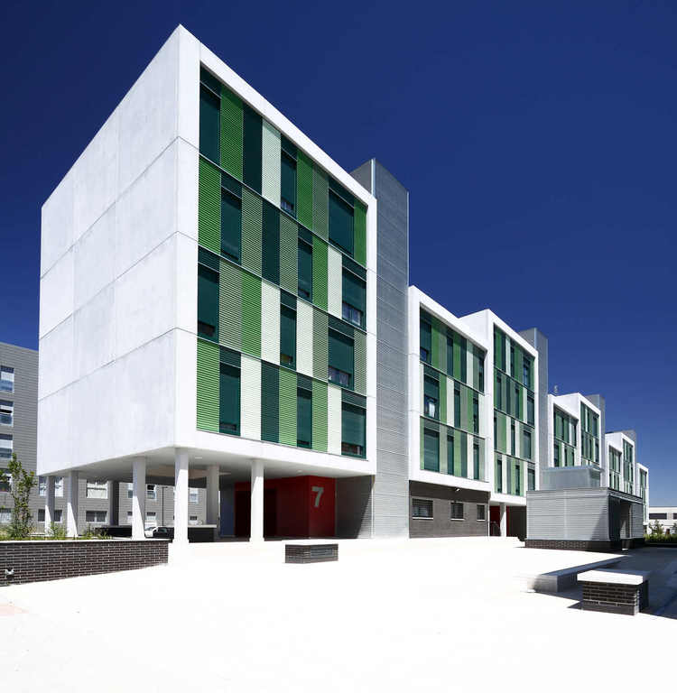 120 Social Housing In Parla / Arquitecnica, © Aitor Estevez Olaizola