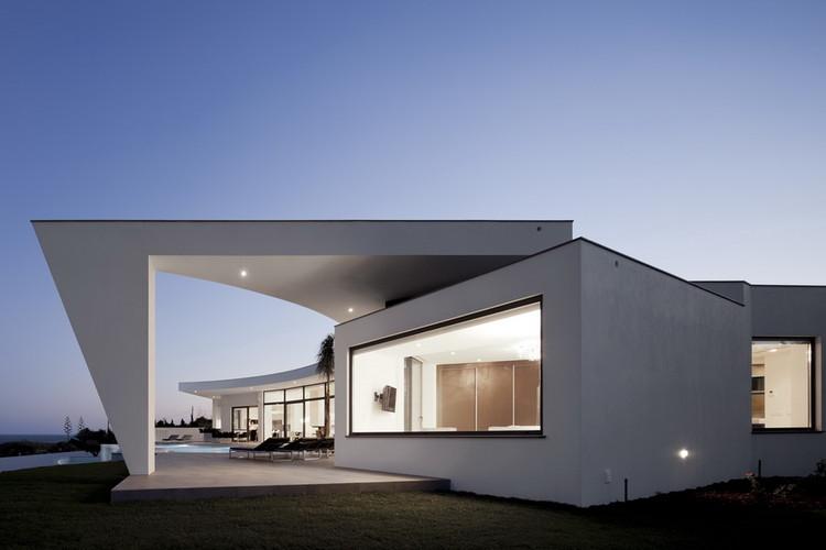House Colunata / Mario Martins, © Fernando Guerra |  FG+SG