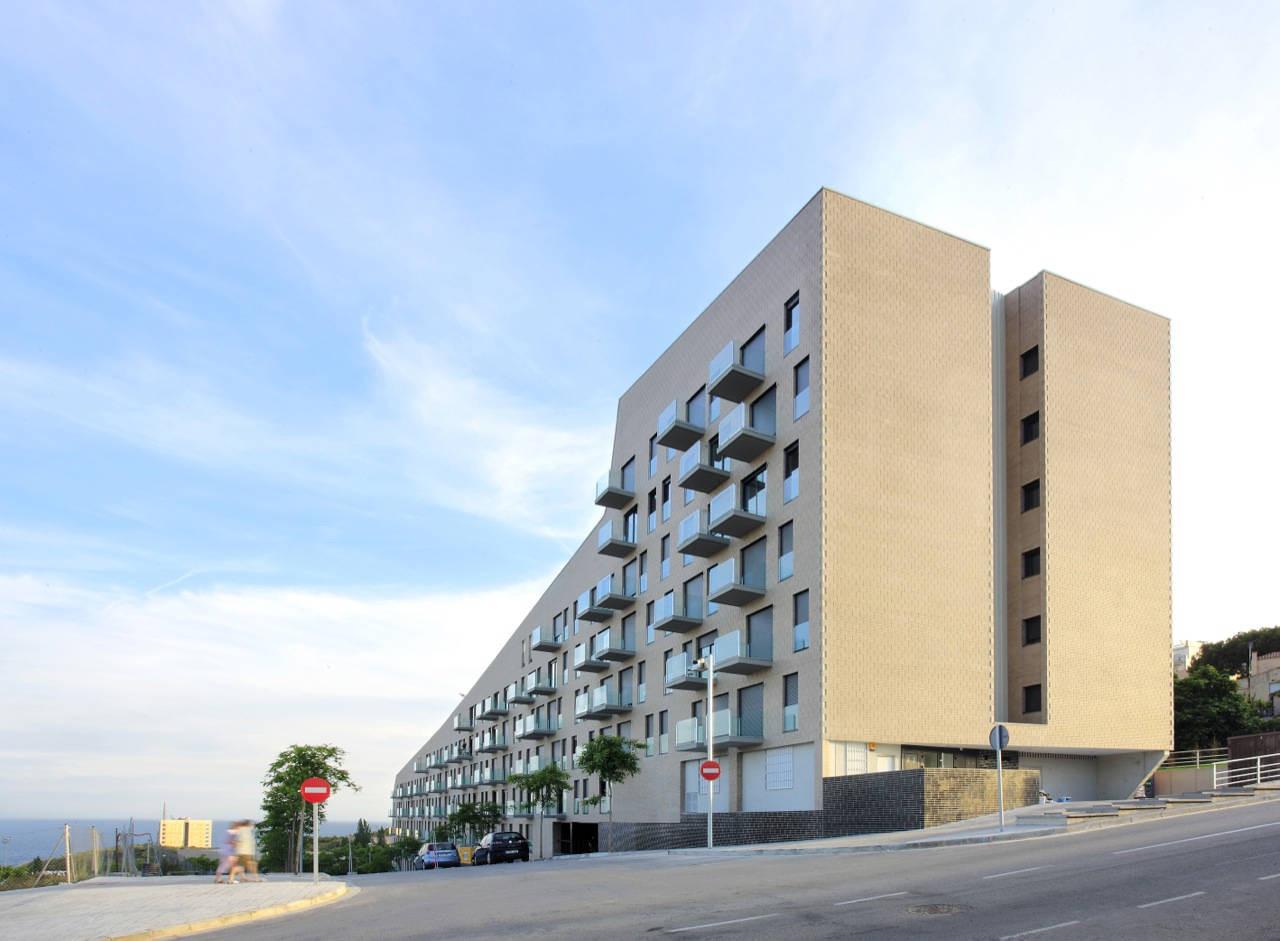 103 Social Housing Units in Turo Del Sastre / Batlle & Roig Architects, © José Hevia