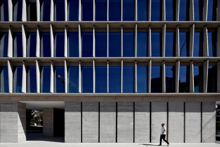 Office Building in Los Militares Street / Mobil Arquitectos + Cruz & Browne Arquitectos, © Nico Saieh