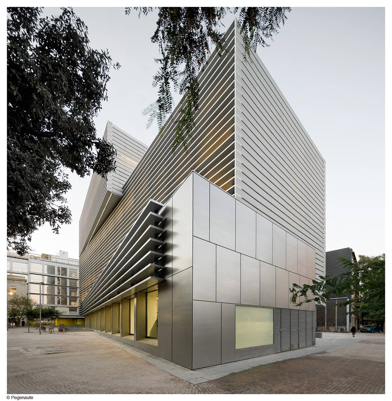 Social Security Administration Building In Barcelona / BCQ Arquitectura, © Pedro Pegenaute