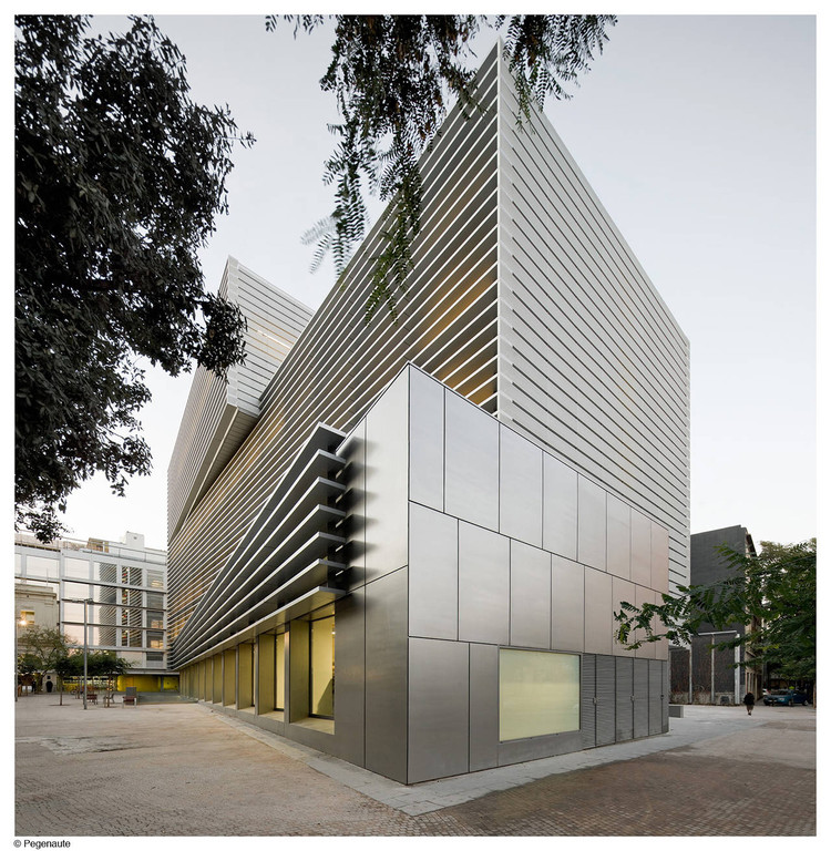 Social security administration building in barcelona bcq arquitectura archdaily - Arquitectura barcelona ...