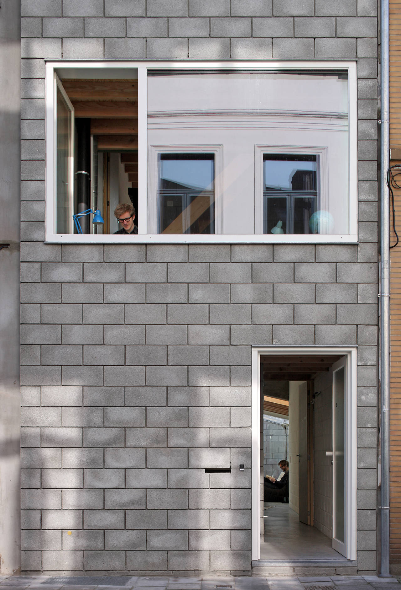Gallery of house 12k dierendonck blancke architecten 3 for Houses for small blocks
