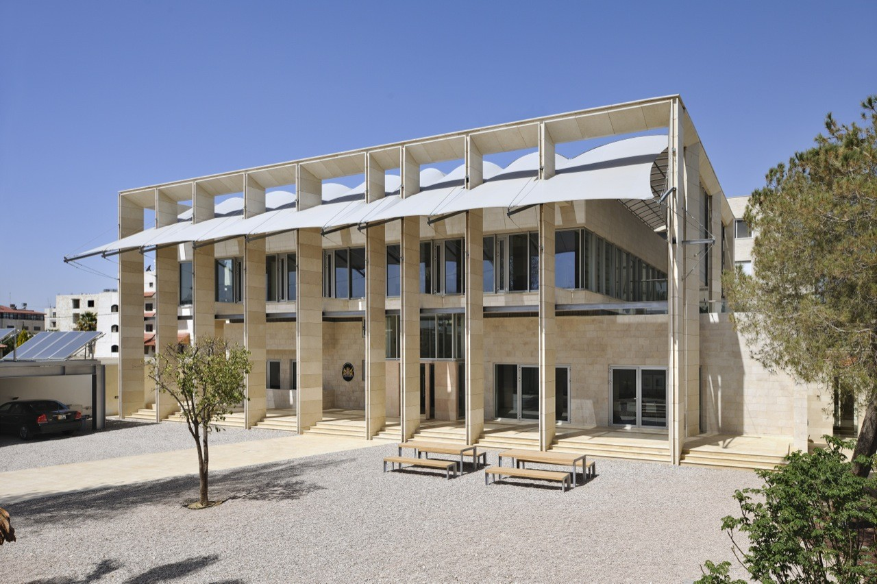 Dutch embassy in amman rudy uytenhaak archdaily for Consul building