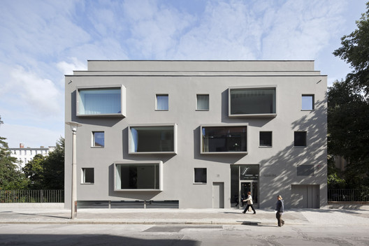 contemporary building in berlin bco architekten archdaily. Black Bedroom Furniture Sets. Home Design Ideas