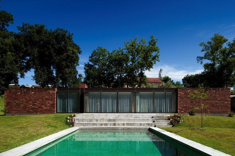 House In Viana do Castelo / Miguel Ferreira dos Santos