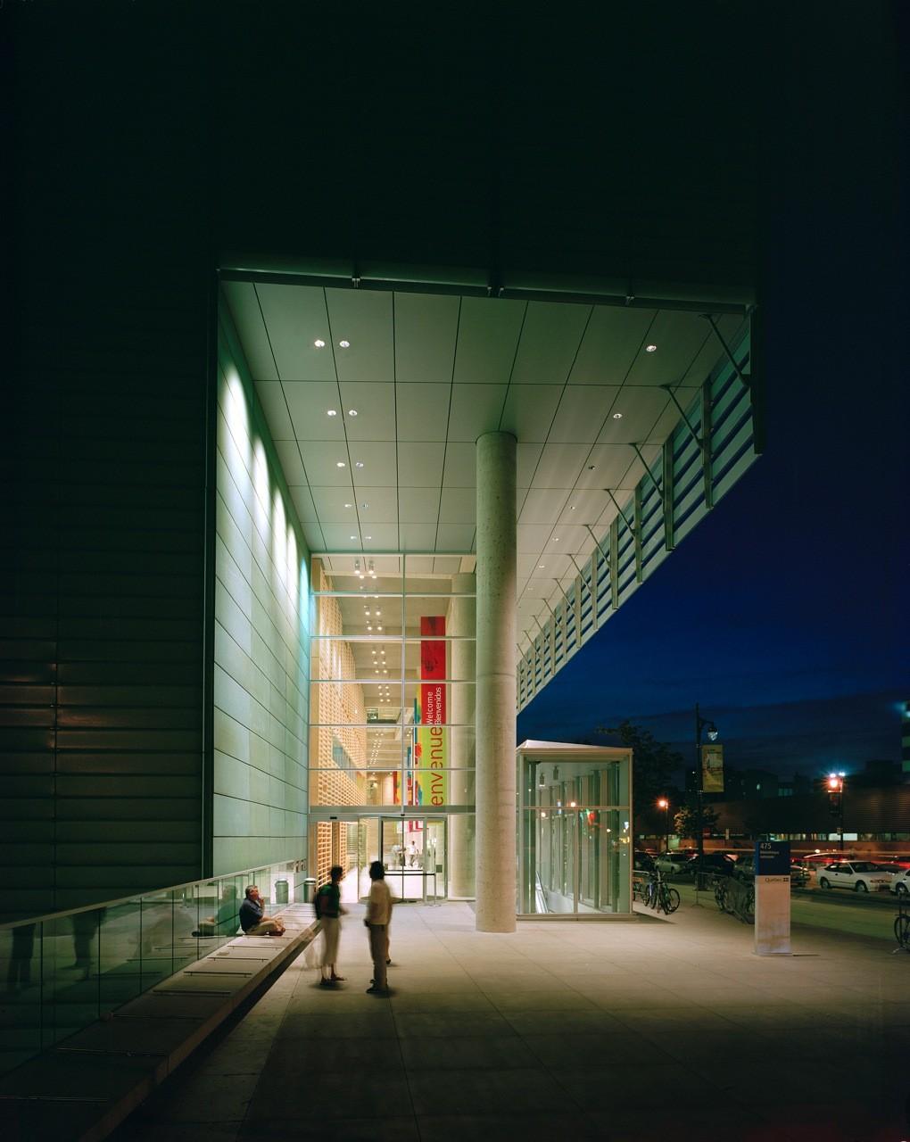 Grand Library of Québec / Patkau Architects  + Croft Pelletier + Menkès Shooner Dagenais architectes associés, © Bernard Fougeres