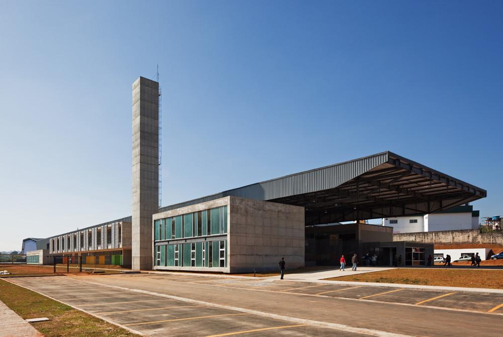 CEU Pimentas / Biselli + Katchborian architects, © Nelson Kon