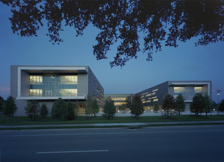 L.B. Landry High School / Eskew+Dumez+Ripple, © Timothy Hursley