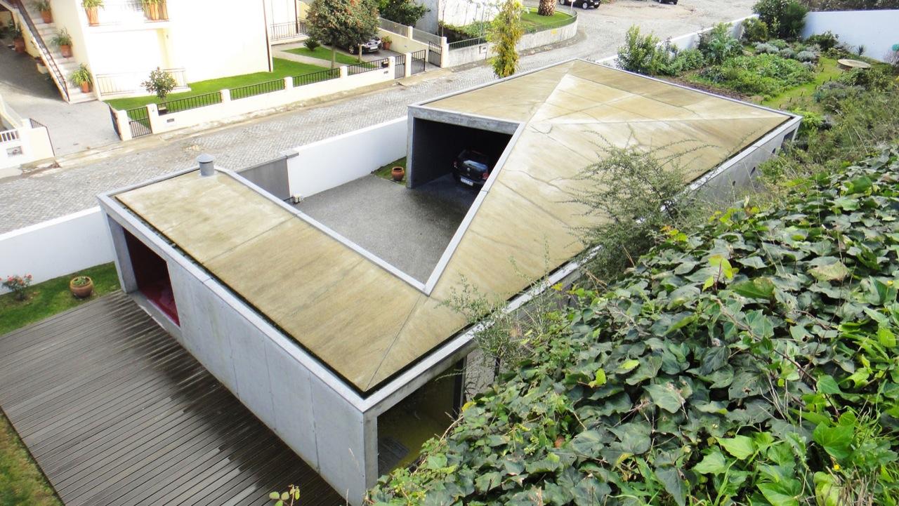 Garage & Garden Facilities / Nuno Castro, © Nuno Castro
