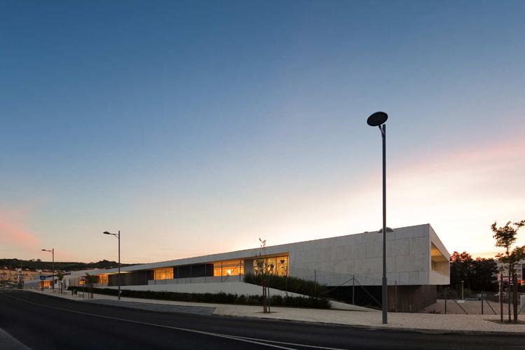 School Center Paredes Alenquer / André Espinho, © Fernando Guerra |  FG+SG