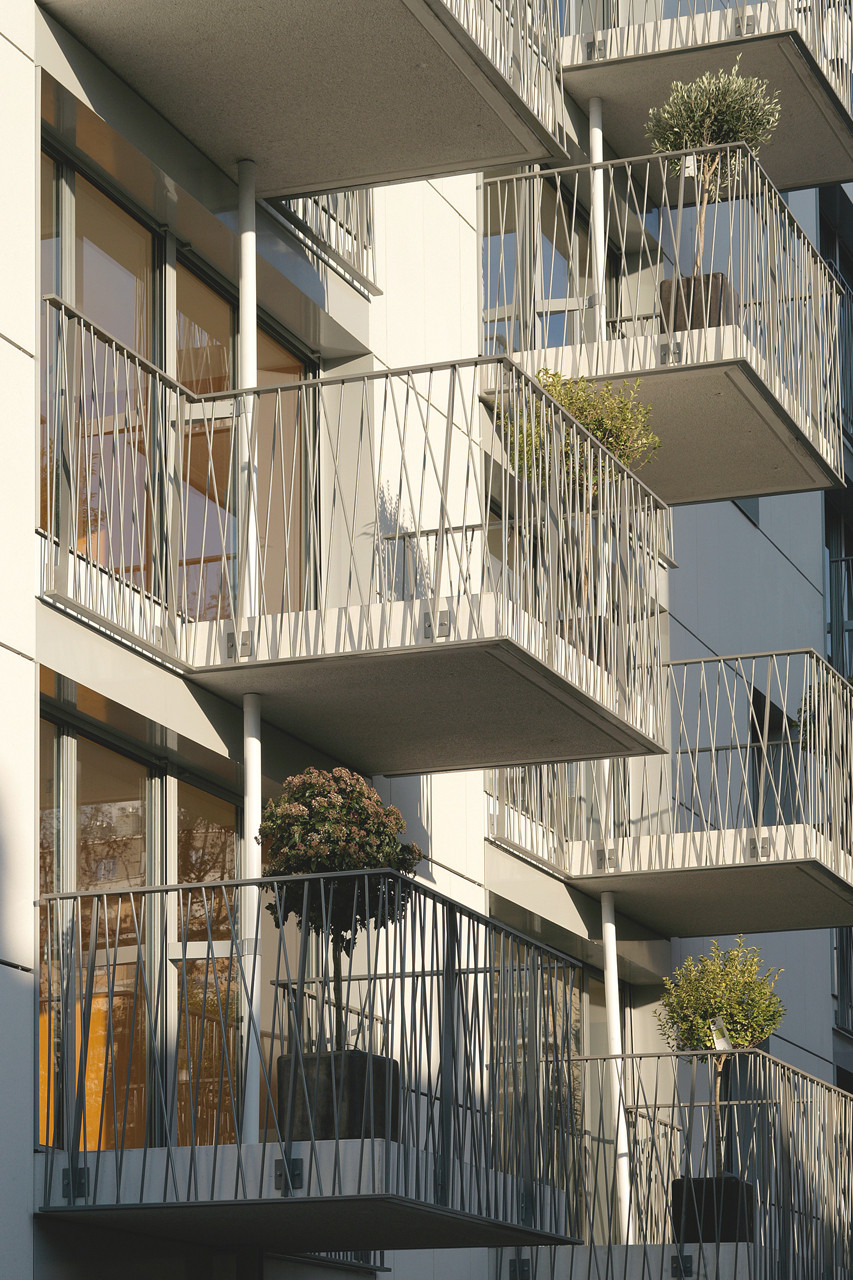 Gallery of H&E Housing / David Elalouf Architecte - 9