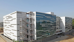 Dental College / Romi Khosla Design Studios