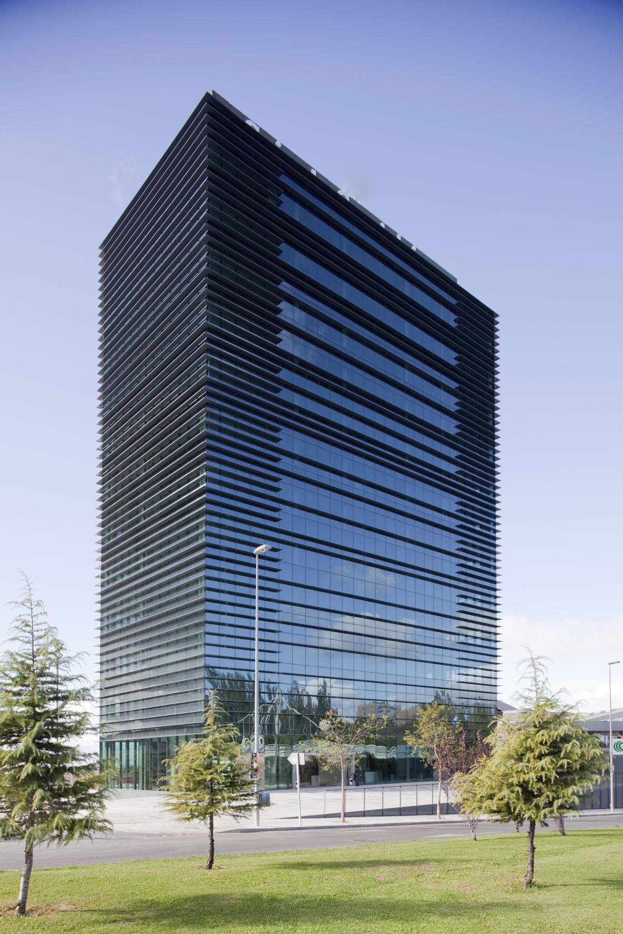 Caja de guadalajara office building solano catal n for Office building design architecture