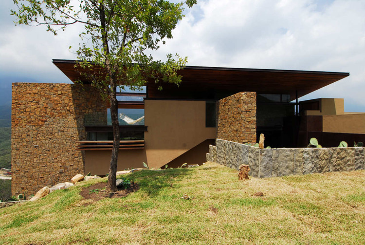Los Osos House / Agustin Landa Ruiloba