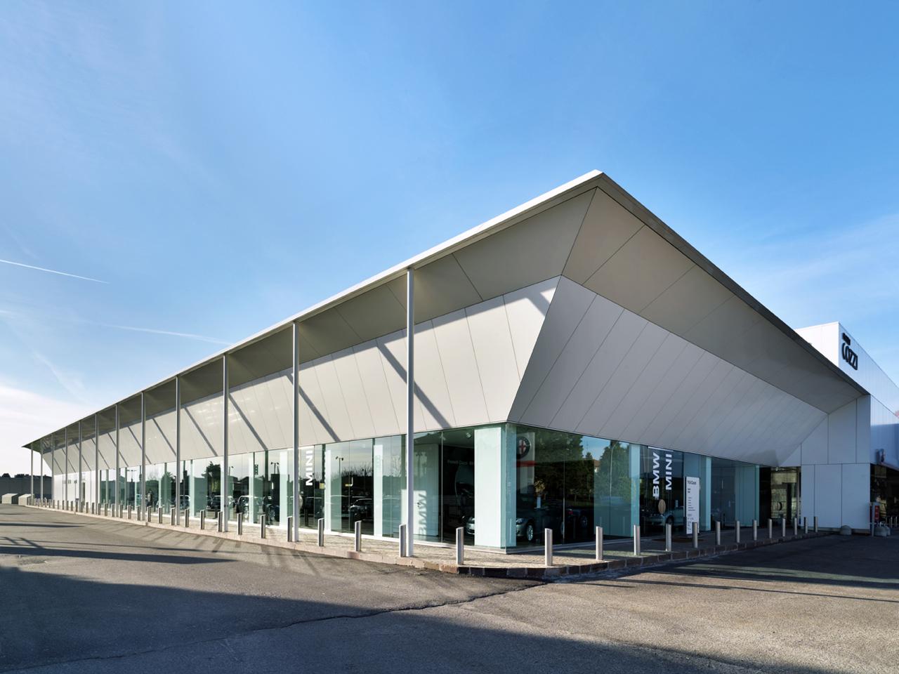 Commercial Building Fratelli Cozzi Auto / Buratti+Battiston Architects, Courtesy of Buratti+Battiston Architects