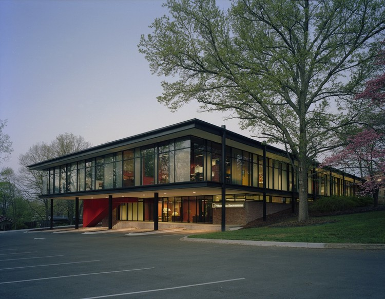 Fulbright Building Addition / Marlon Blackwell Architect, © Timothy Hursley