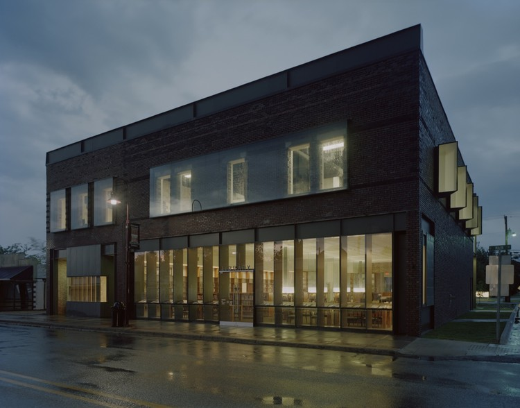 Gentry Public Library / Marlon Blackwell Architect, © Timothy Hursley