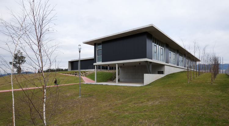 Candoso S. Martinho School Centre / Pitagoras Group, © Luis Ferreira