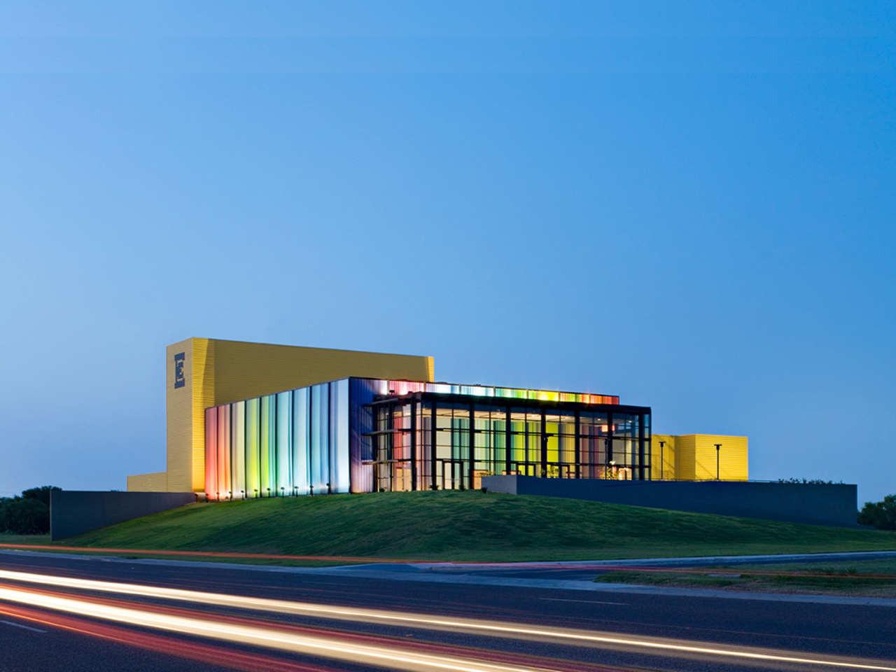 Edcouch-Elsa ISD Fine Arts Center / Kell Muñoz Architects, © Chris Cooper Photography