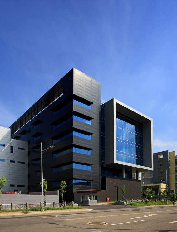 Gallery of huga fab iii and headquarters building j j - Fachadas edificios modernos ...