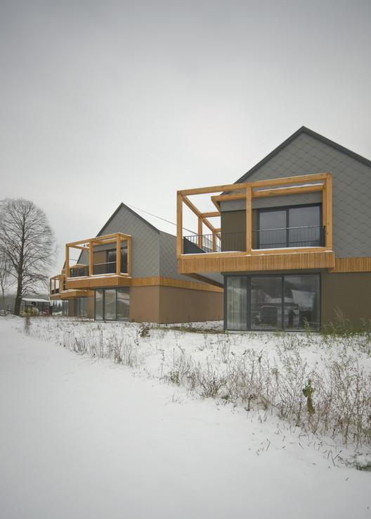 Backbone Village Houses / OFIS arhitekti, © Tomaz Gregoric