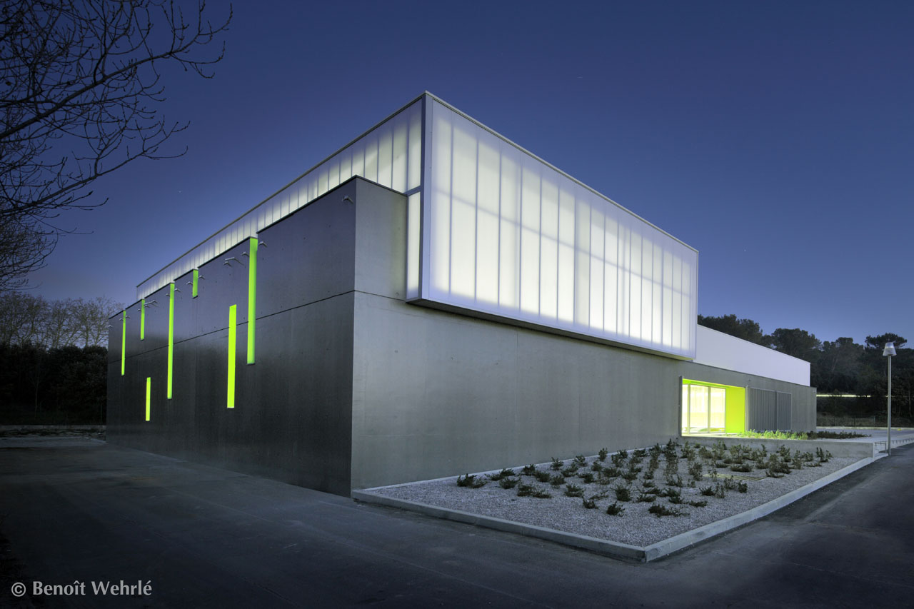 Gymnase clapiers mdr architectes archdaily for Architecture simple