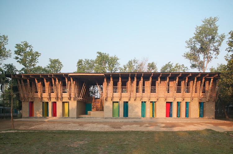 Handmade School / Anna Heringer + Eike Roswag, © Kurt Hoerbst