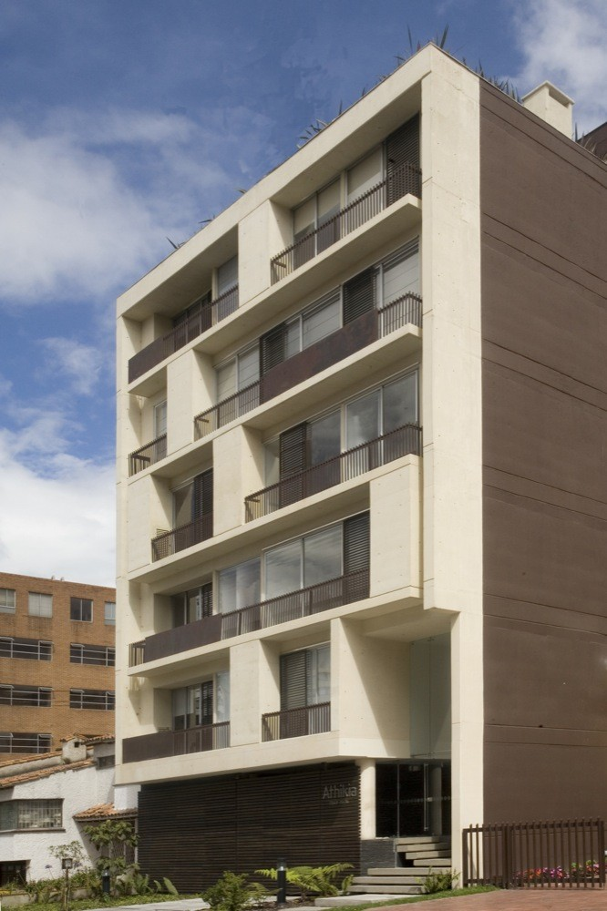 Athikia building daniel bonilla arquitectos archdaily for Edificios minimalistas